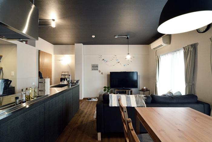 家の中にも遊び場を 生活を豊かにするロフト&階段スペースの部屋 リビング3