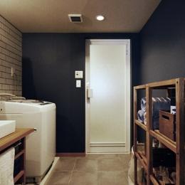 家の中にも遊び場を 生活を豊かにするロフト&階段スペース (バスルーム)