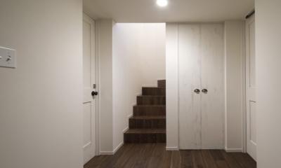 成城  本とともに暮らす家 (階段)