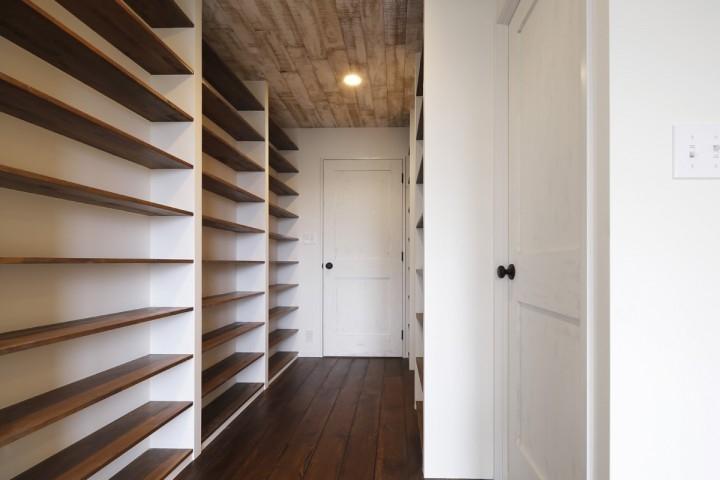 成城  本とともに暮らす家 (寝室1)