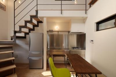 千代崎の家:大阪の狭小住宅 .2階建てスキップフロア (1階スペース)