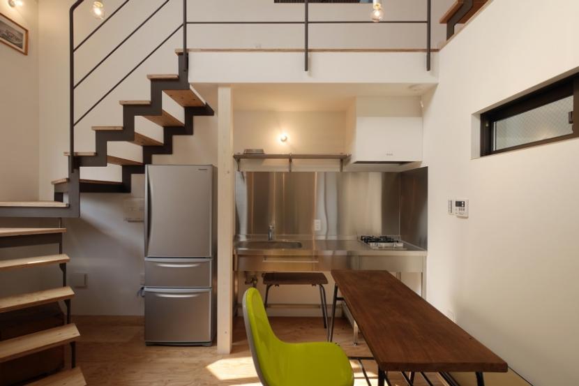 超狭小変形角地の2階建てスキップフロアの写真 1階スペース