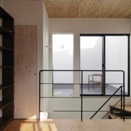 千代崎の家:超狭小変形角地の2階建てスキップフロア