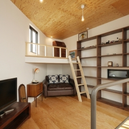 超狭小変形角地の2階建てスキップフロア (上2階主寝室)