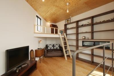 上2階主寝室 (千代崎の家:大阪の狭小住宅 .2階建てスキップフロア)