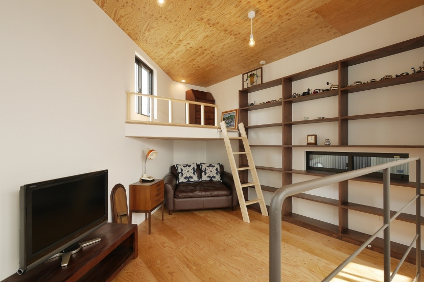 建築家:Coo Planning/中尾彰良「超狭小変形角地の2階建てスキップフロア」