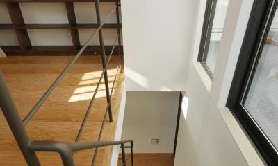 千代崎の家:大阪の狭小住宅 .2階建てスキップフロア (階段)