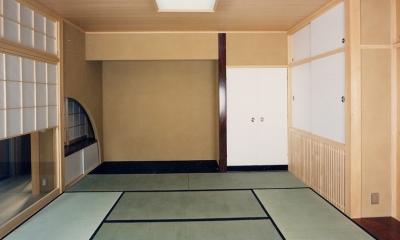 シースルー階段のある家 (床の間も畳と同じ高さのシンプルな和室)