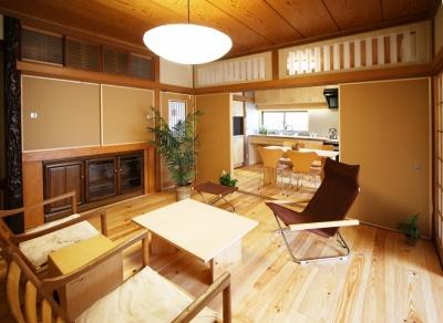 欄間のある家 (二間続きの和室がモダンにシンプルになったリビングダイニングキッチン)