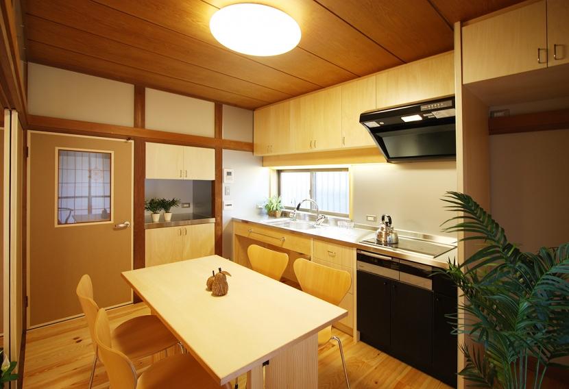 欄間のある家の部屋 畳だった和室が和モダンに変わったダイニングキッチン