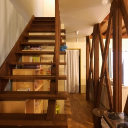 空掘の家:中古住宅フルリノベーション (階段)