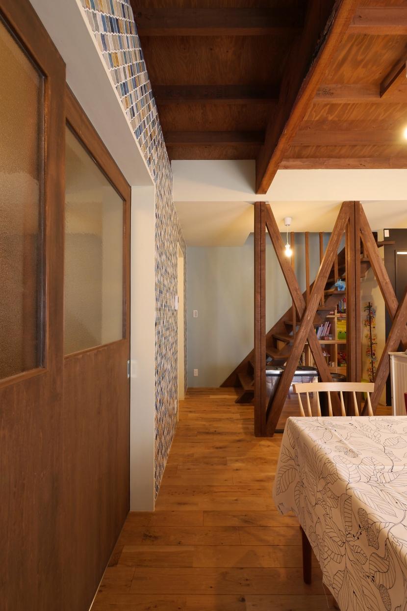 空掘の家:大阪の中古住宅リノベーション (リビングダイニング)