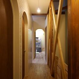 空掘の家:中古住宅フルリノベーション (廊下)