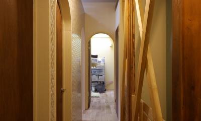 空掘の家:大阪の中古住宅リノベーション (廊下)