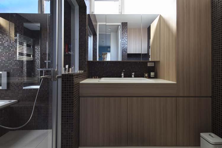 ヨロイの部屋 洗面室