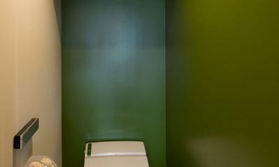 なじみの街で見つけたヴィンテージなメゾネットに住む (トイレ)