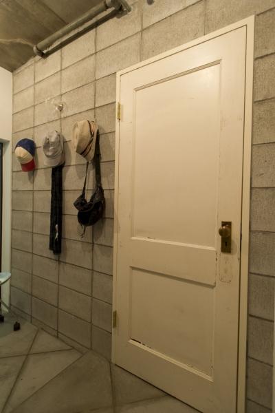 玄関 (LDKをできるだけ広く。その分寝室は最小限の広さに)