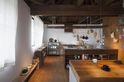 中古戸建てリノベの既成概念を変えるモデルケース (2階キッチン~ダイニング)