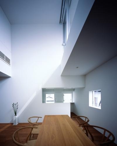 WHITE CAVE (ダイニングからキッチン)
