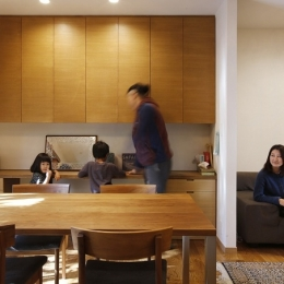 空き家になった実家の二世帯住宅の一世帯をフルリノベーション (勉強コーナーのあるダイニング)