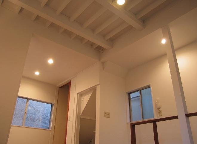 モルタルの水周りにこだわった五本木の家の部屋 天井