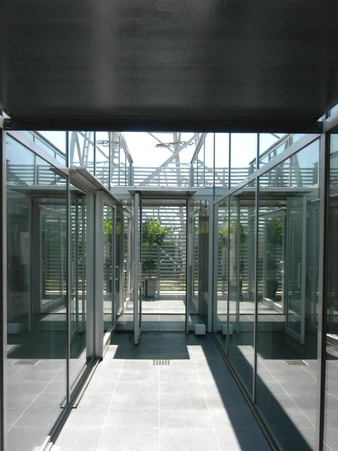 つつじが丘の住宅の部屋 アプローチ(中庭)
