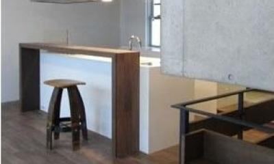 NS邸 ワンルーム空間のメゾネット住宅 (アイランドキッチンのダイニング)