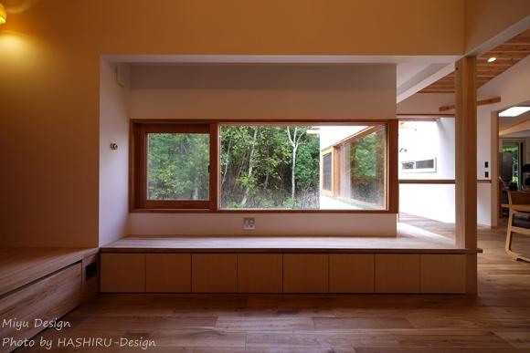 森を望む家の部屋 リビング