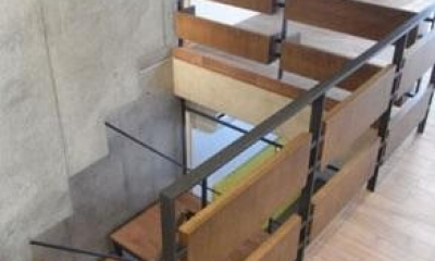 NS邸 ワンルーム空間のメゾネット住宅 (空気と視線を通す階段)