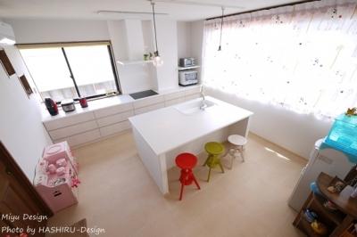 フレンチナチュラルスタイルの家 (大人かわいいアイランドキッチン)