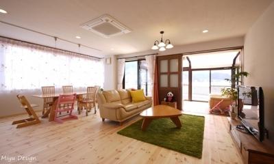 柔らかい雰囲気の広々リビングダイニング|フレンチナチュラルスタイルの家