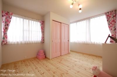 フレンチナチュラルスタイルの家 (ベビーピンクの女の子部屋)