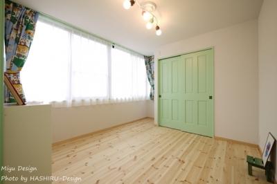 緑色インテリアの男の子部屋 (フレンチナチュラルスタイルの家)