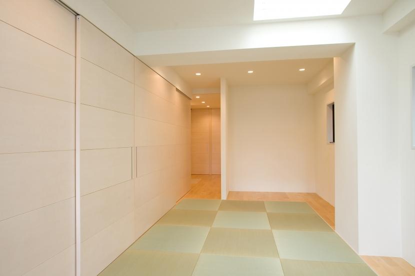 MK邸 リノベーションでつくる知恵の空間の部屋 タタミの広間のようなリビング