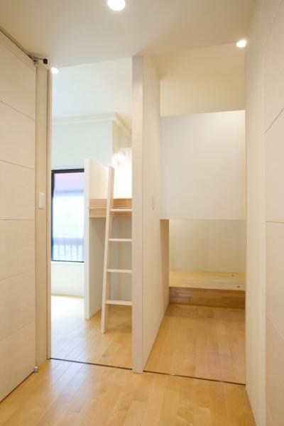立体2段ベッドのこども部屋 (MK邸 リノベーションでつくる知恵の空間)