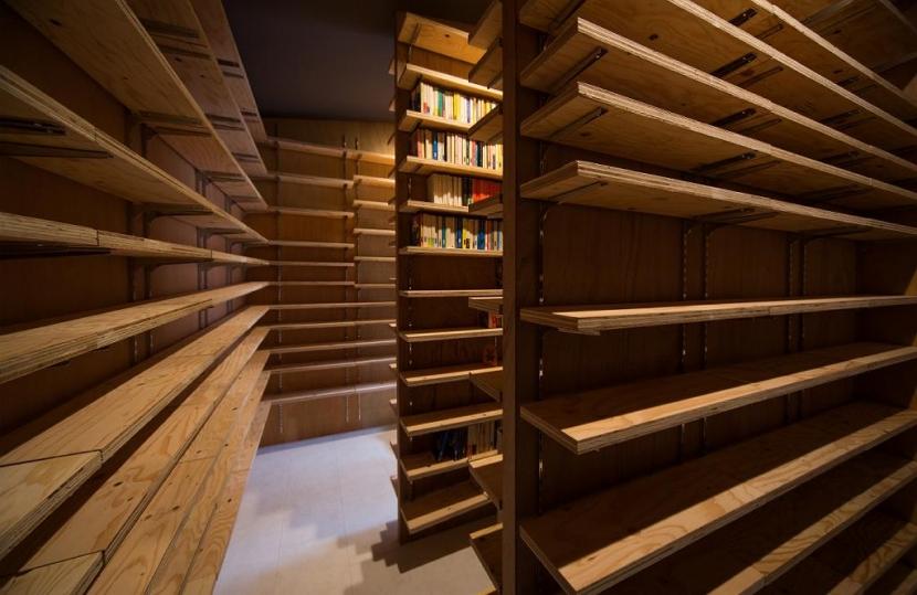 Tei 海がみえる家の部屋 書庫