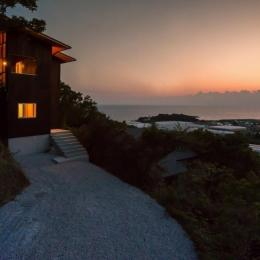 アプローチ (Tei 海がみえる家)