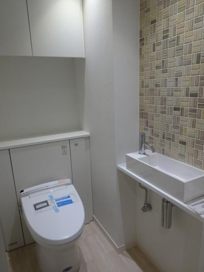 バリアフリーなトイレ (『50代からのリノベーション』 東戸塚邸)