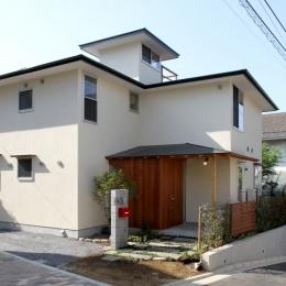 ナツミカンの木と家 (外観)