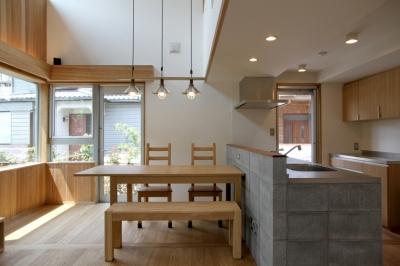 ダイニングキッチン (ナツミカンの木と家)