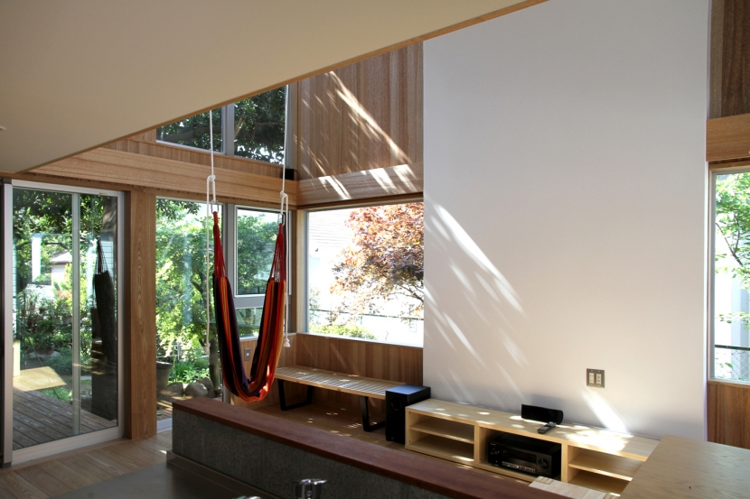 ナツミカンの木と家の写真 リビング