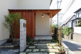 ナツミカンの木と家 (玄関ポーチ)