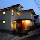 ナツミカンの木と家の写真 外観(夜景)