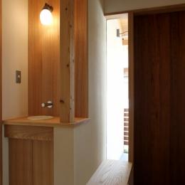 玄関 (ナツミカンの木と家)