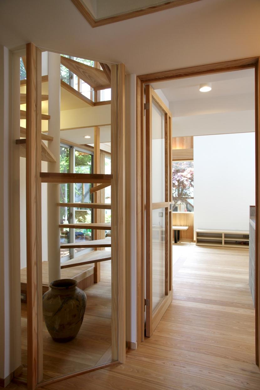 ナツミカンの木と家の写真 玄関より