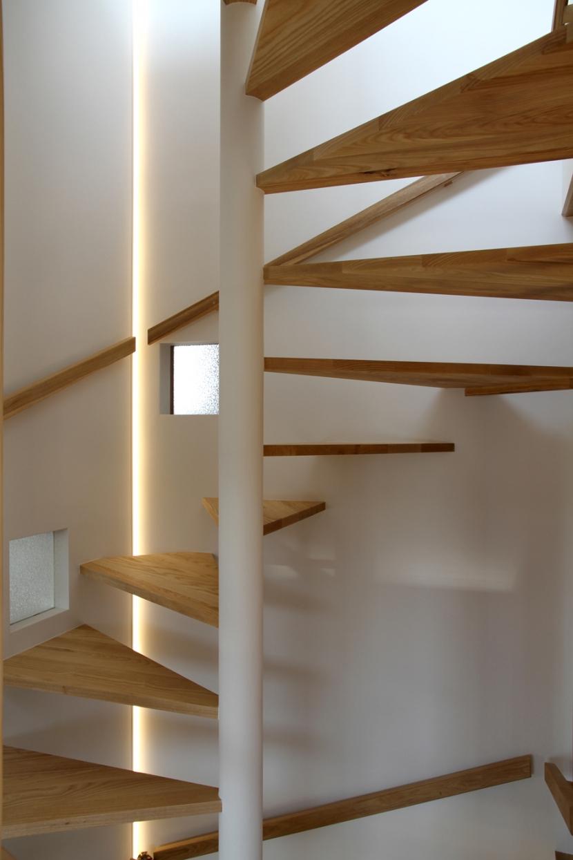 その他事例:螺旋階段(ナツミカンの木と家)