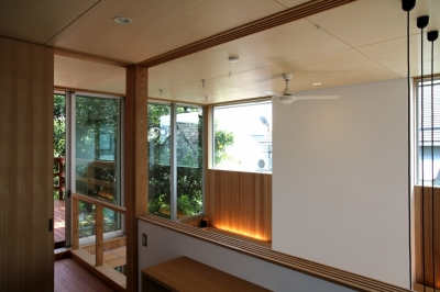 ナツミカンの木と家 (書斎から吹抜け)