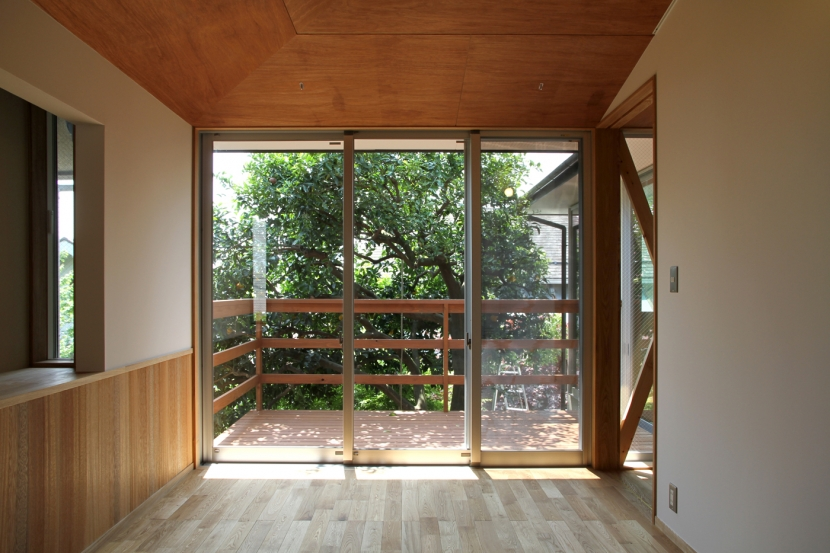 ナツミカンの木と家 (ベッドルーム)