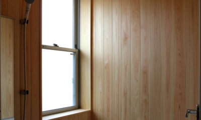 ナツミカンの木と家 (檜張りのお風呂)