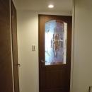 ステンドグラス調のドア